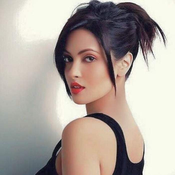 Hot Photos of Riya Sen
