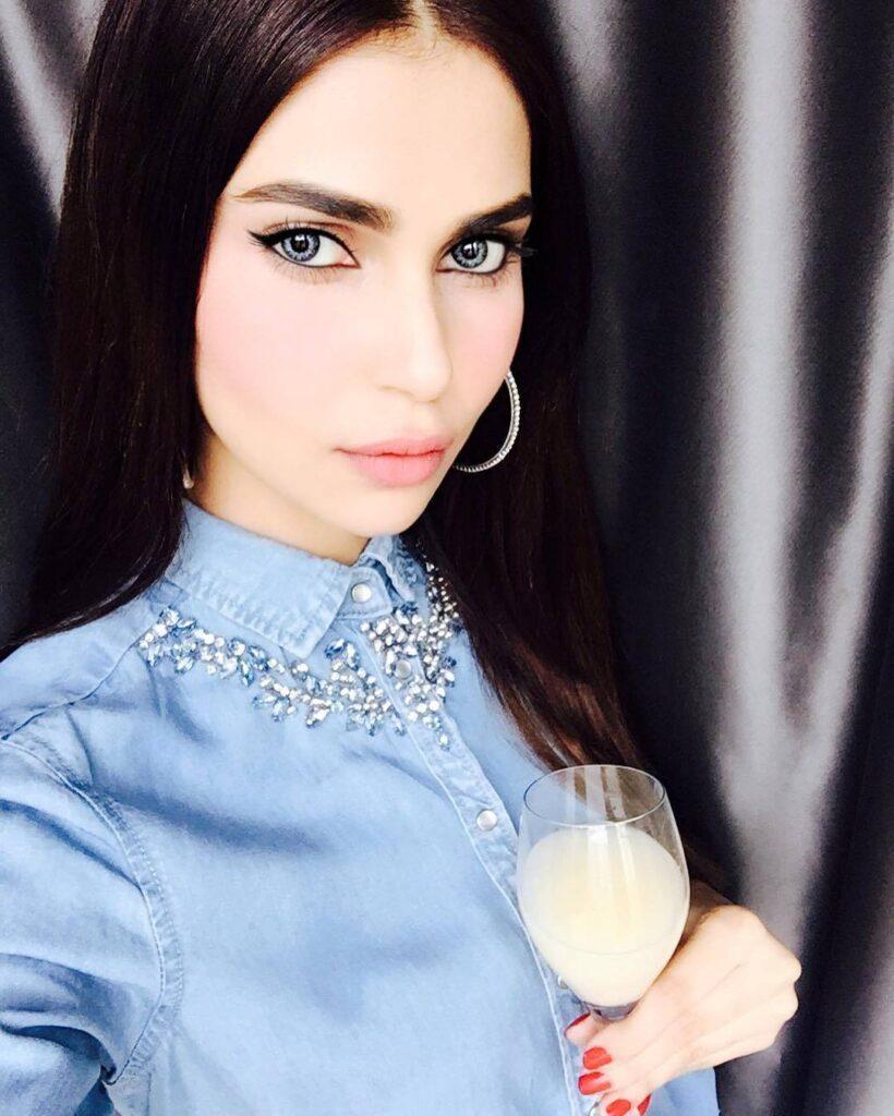 Lisha Sharma Eyes