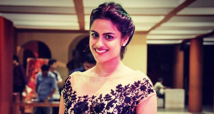 Neha Mahajan Sexy Pics
