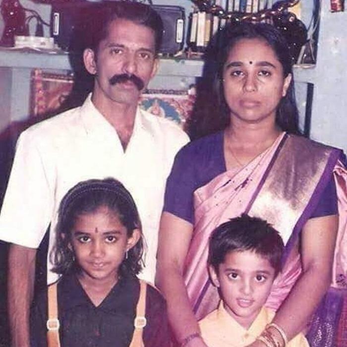 unni mukundan family