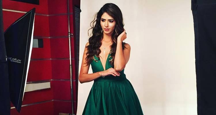 Pankhuri Gidwani Sexy