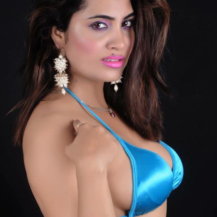 arshi khan bikini